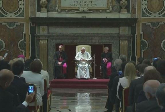 Ferenc pápa: választ kell adni a migrációra