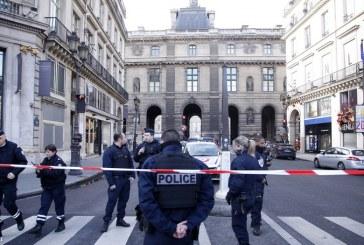 Lövöldözés a Louvre Múzeumánál