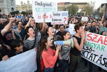 A CEU mellett tüntettek