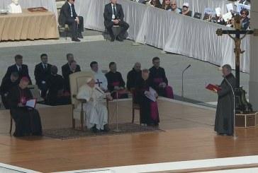 Ferenc pápa: Krisztus keresztje utat mutat