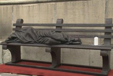 Átadták a hajléktalan Jézus szobrát