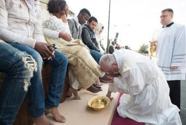 Rabok lábát mosta meg a pápa