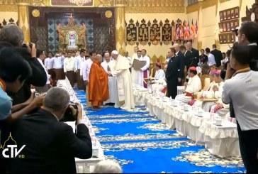 Buddhistákkal találkozott a pápa