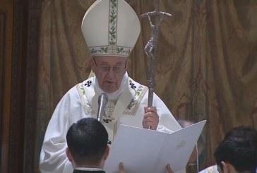 Gyerekeket keresztelt meg a pápa