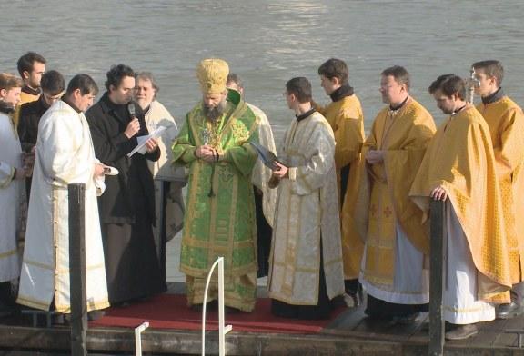 Megszentelték a Duna vizét