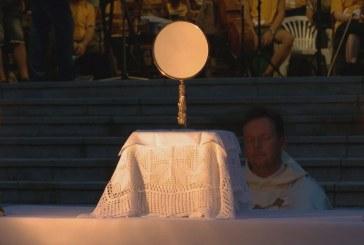 Szentségimádás a máriabesnyői Nagyboldogasszony bazilikában