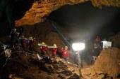 Barlangban rekedt diákok