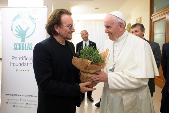 Bono járt a pápánál