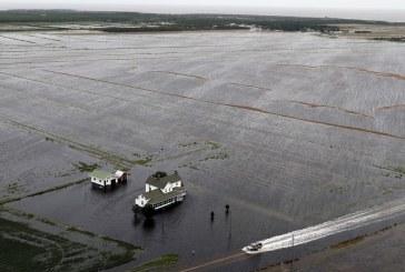 Tovább pusztít a trópusi vihar