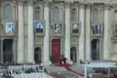 Szentté avatták VI. Pál pápát
